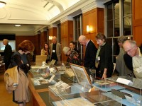 Guests browse Twain's papers