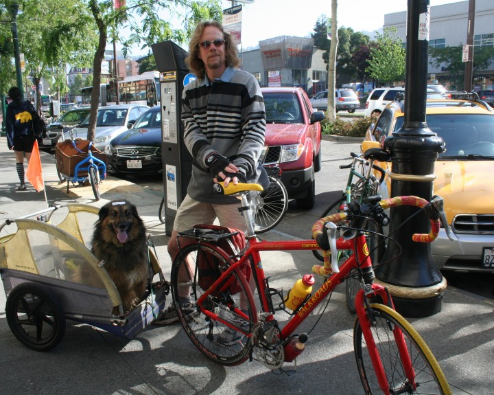 Ric Oberlink and his dog Sassy Girl rode a bike on Bike to Work Day. Photo: Frances Dinkelspiel