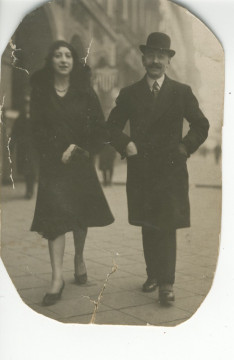 Rose Hacker with her father, Abraham Goldbloom, in Berlin in 1924