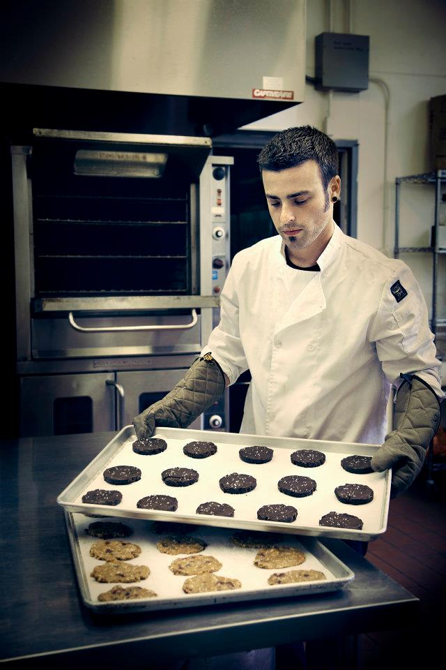 Akiva with cookies2