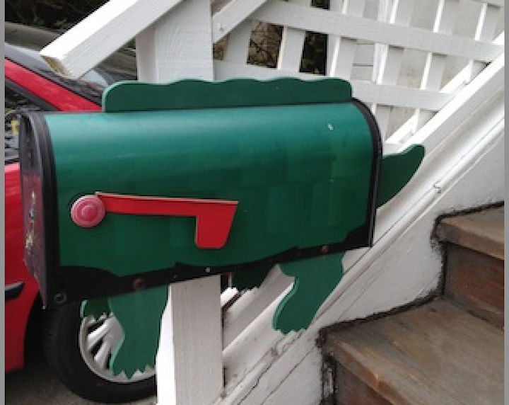 Reptile mailbox at 1409 Walnut Street.  Photo: Tom Dalzell