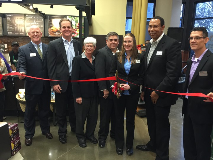 Safeway executives cut the ribbon to officially inaugurate the new store. Photo: Frances Dinkelspiel