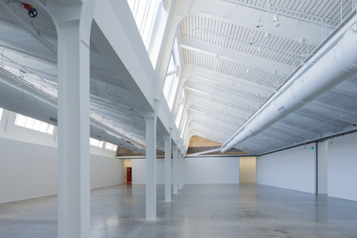 View of the largest gallery with restored sawtooth roof and beams above. Photo: Iwan Baan/courtesy Diller Scofidio + Renfro and BAMPFA