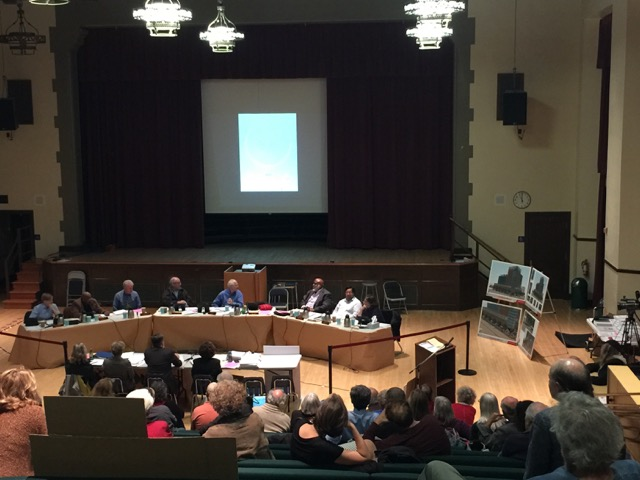 The city council held a special meeting Dec. 9 to consider a complex proposed for 2211 Harold Way. Photo: Frances Dinkelspiel
