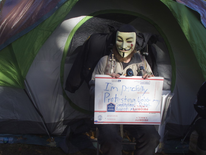Eviction of homeless protest encampment outside Berkeley's Old City Hall on Dec. 4, 2015. Photo: Ted Friedman