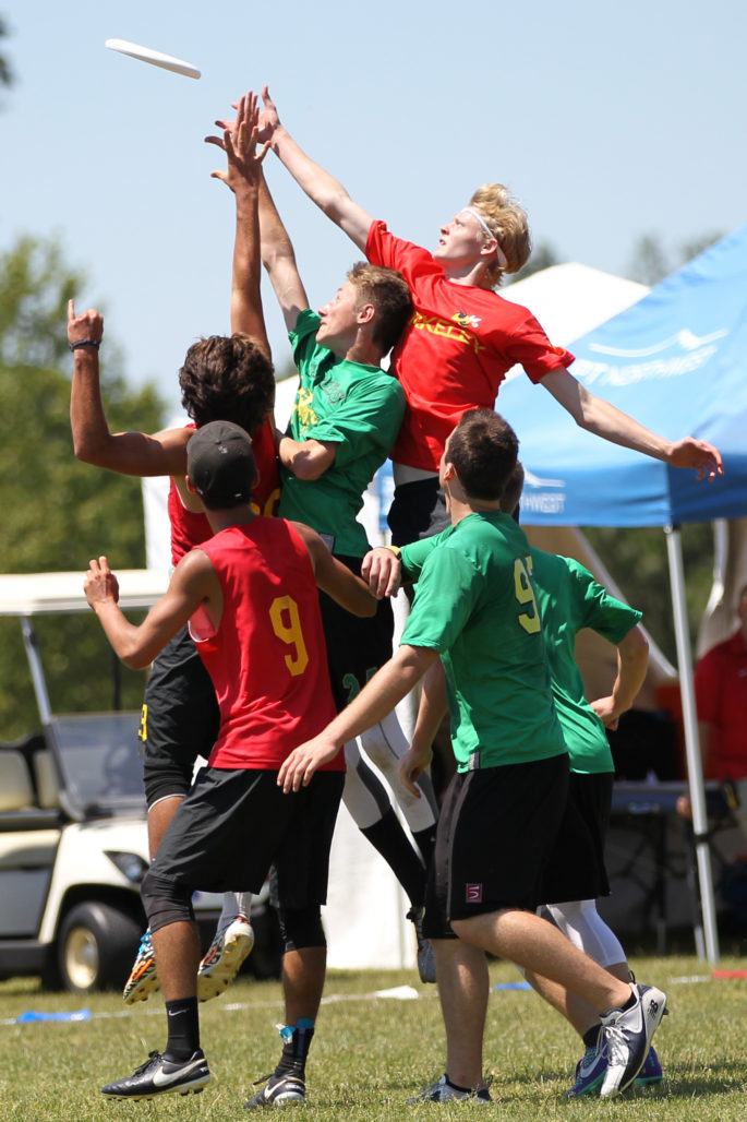 Roosevelt HS comes down with the disc amidst Berkeley HS defenders. Boys Championship game at the USA Ultimate Western HS Championships. Photo: John King/ UltiPhotos.com.