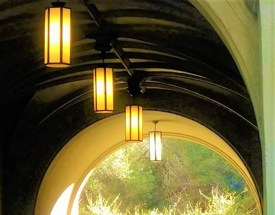 tunnel, hanging ligths
