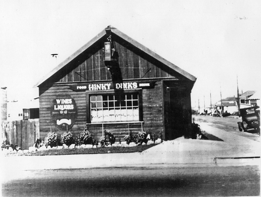 A black and white photograph of Hinky Dinks, Victor Bergeron's bar in Oakland, before it was renamed Trader Vic's.