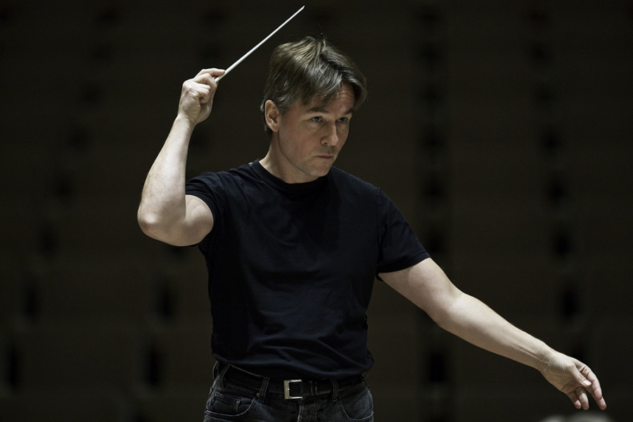 Esa-Pekka Salonen conducting the Philharmonia Orchestra