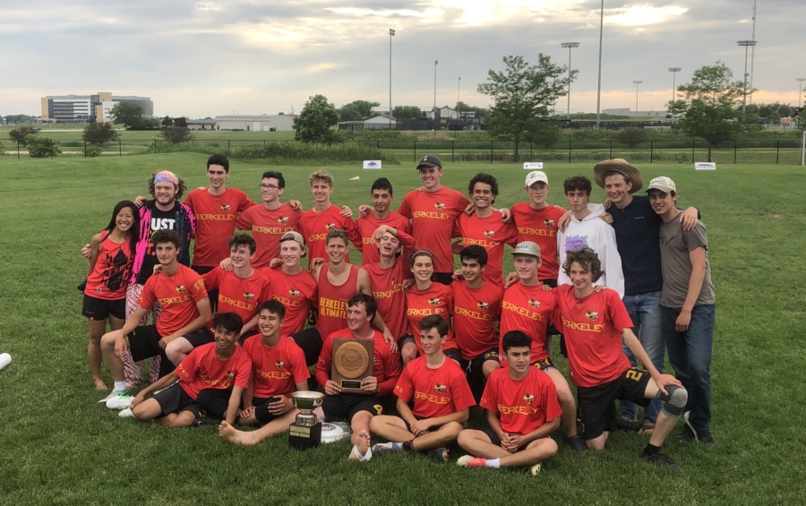 BHS Ultimate Frisbee Team Photo