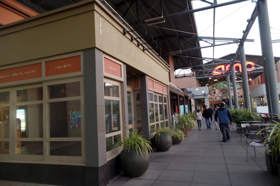 Buckhorn Grill and Fuddruckers on the Mezzanine level at Bay Street Emeryville have closed.