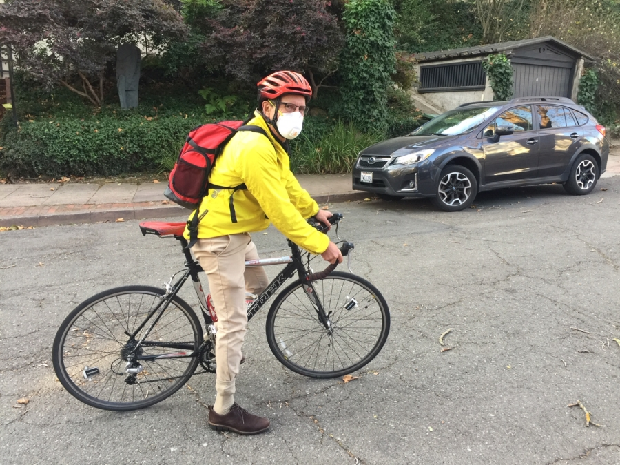 A Berkeley resident wears a mask as he sets off to work on his bike Monday morning. Photo: Frances Dinkelspiel