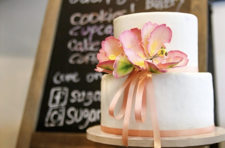 A cake from Sugarsweet Cake + Cookie Studio.