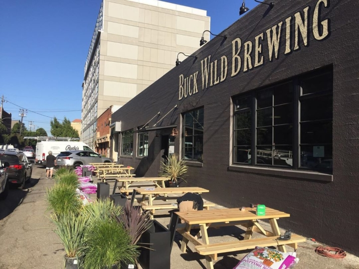 Outdoor tables at the new Buck Wild Taproom in Jack London Square. Photo: Buck Wild Brewing