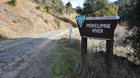 A sign for the Mokelumne River Day Use Area