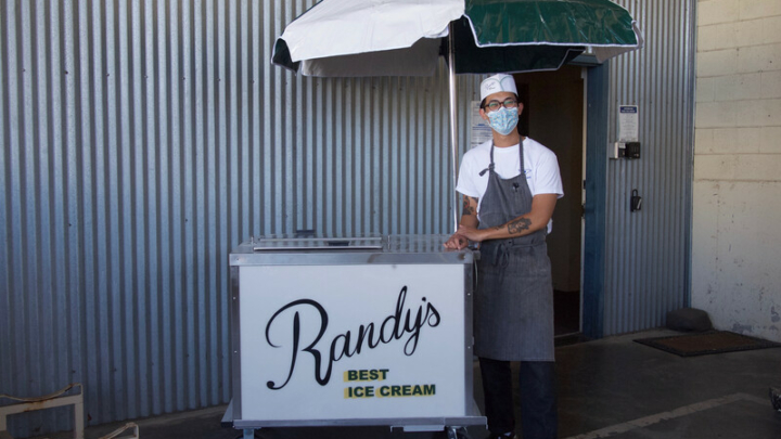 An Albany chef brings a nostalgic ice cream cart to his hometown