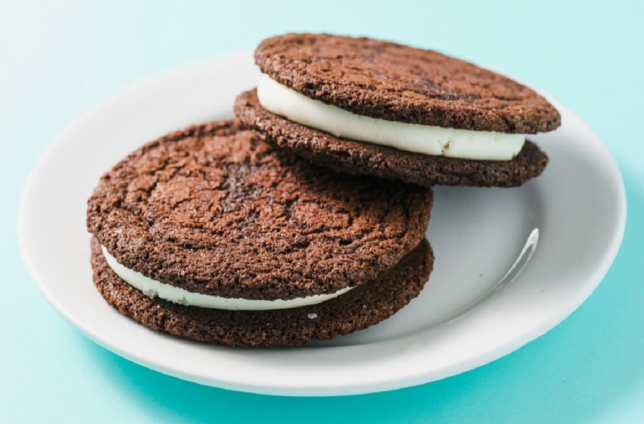 """A plate with two homemade """"Oreos"""" from Homeroom in Oakland."""